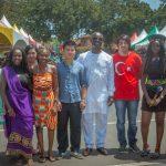 加纳国际学校的学生参加活动合影