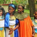 加纳国际学校的学生穿着传统服装