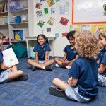 Invictus国际学校的小朋友们互相讲故事