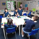 Invictus国际学校的学生在教室学习
