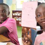 阿比让国际社区学校的学生比V字