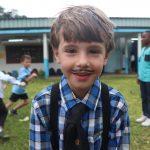 阿比让国际社区学校的画着胡须的小男孩