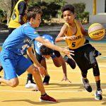 达喀尔国际学校的学生在打篮球