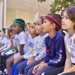 达喀尔国际学校的学生认真看比赛