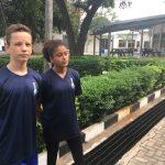 坦噶尼喀国际学校的学生在校园里