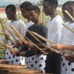 卢旺达基加利国际学校的学生演奏传统乐器