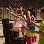 卢旺达基加利国际学校的学生表演传统乐器