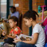 基加利国际社区学校的学生在认真看书
