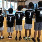 海外家庭学校的学生排队站好