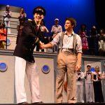新加坡美国学校的学生表演话剧