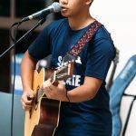 新加坡美国学校的学生吉他弹唱