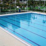 嘉德圣玛丽森林城市学校校园的室外游泳池