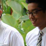 圣若瑟书院国际学校的学生和校长聊天