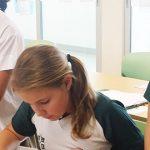 圣若瑟书院国际学校的学生在教室里认真学习