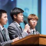 济州圣约翰伯里学院的学生在做演讲