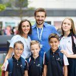 斯坦福美国国际学校的学生和老师合影
