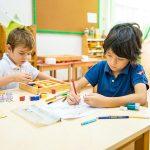 新加坡瑞士学校的学生在教室里学习