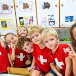 新加坡瑞士学校的学生在教室里开心的玩耍