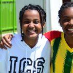 亚的斯亚贝巴国际社区学校的4个学生合影