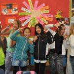 亚的斯亚贝巴国际社区学校的学生开心地合影