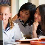 光州外国学校的学生在一起学习