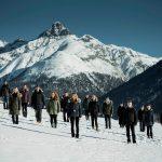 阿尔卑斯卓士学校的学生们在雪地上