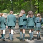 布兰克森霍尔亚洲学院的学生走进校园