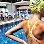 新加坡澳洲国际学校的学生准备开始游泳比赛