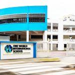 壹世界国际学校的教学楼和学校大门